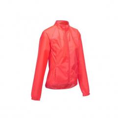 Kurtka przeciwdeszczowa na rower 100 damska. Czerwone kurtki damskie przeciwdeszczowe marki TRIBORD, z materiału. Za 64,99 zł.