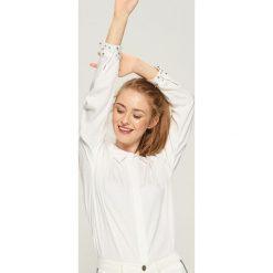 Koszula z aplikacją - Biały. Białe koszule damskie marki Sinsay, l, z napisami. Za 59,99 zł.