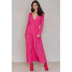 NA-KD Boho Sukienka płaszczowa z długim rękawem - Pink. Niebieskie długie sukienki marki NA-KD Boho, na imprezę, w koronkowe wzory, z koronki, boho, na ramiączkach. W wyprzedaży za 48,59 zł.