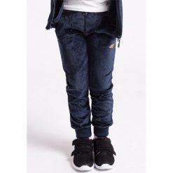 Spodnie dresowe dziewczęce: Spodnie dresowe dla małych dziewczynek JSPDD105z – granatowy