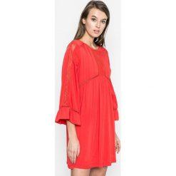Answear - Sukienka Rasta. Różowe sukienki mini marki numoco, l, z dekoltem w łódkę, oversize. W wyprzedaży za 79,90 zł.