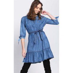 Niebieska Sukienka Girls Power. Niebieskie sukienki marki Born2be, z jeansu. Za 69,99 zł.