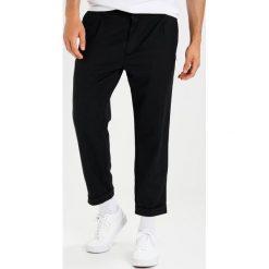 Spodnie męskie: Carhartt WIP TAYLOR Chinosy black heather