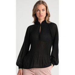 Rue de Femme MILLY BLOUSE Bluzka black. Czarne bluzki damskie Rue de Femme, xs, z materiału. Za 379,00 zł.