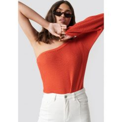 NA-KD Sweter na jedno ramię - Red. Czerwone swetry klasyczne damskie NA-KD. Za 121,95 zł.