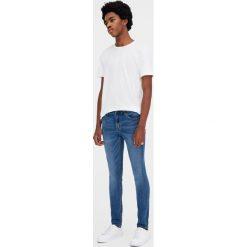 Jeansy superskinny fit. Niebieskie jeansy męskie relaxed fit Pull&Bear. Za 89,90 zł.