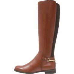 KIOMI Kozaki cognac. Brązowe buty zimowe damskie KIOMI, z materiału. Za 489,00 zł.