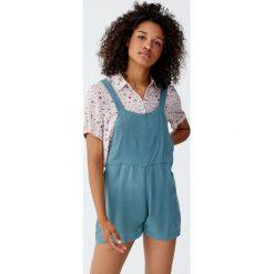 Krótki kombinezon z prostym dekoltem. Niebieskie kombinezony damskie Pull&Bear, z krótkim rękawem, krótkie. Za 55,90 zł.