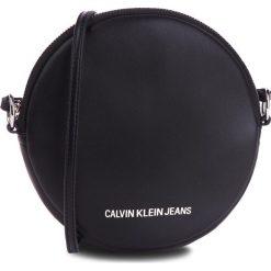 Torebka CALVIN KLEIN JEANS - Passenger Circle Bag K40K400722 001. Czarne listonoszki damskie Calvin Klein, ze skóry ekologicznej. Za 349,00 zł.