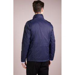 Blauer BLOUSON IMBOTTITO OVATTA Kurtka przejściowa blu notte. Białe kurtki męskie przejściowe marki Blauer. W wyprzedaży za 523,60 zł.