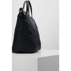 Lacoste Torba na zakupy peacoat. Zielone torebki klasyczne damskie Lacoste. W wyprzedaży za 431,20 zł.