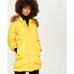 Pikowany płaszcz z kapturem - Zielony. Brązowe płaszcze damskie marki DOMYOS, xs, z bawełny. Za 229,99 zł.