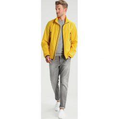 BOSS ATHLEISURE JOUNAN Kurtka przeciwdeszczowa freesia melange. Żółte kurtki męskie przeciwdeszczowe marki BOSS Athleisure, m, z materiału. W wyprzedaży za 524,50 zł.