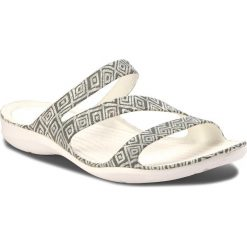 Chodaki damskie: Klapki CROCS - Swiftwater Graphic Sandal W 204461 Grey Diamond/White