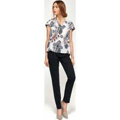 Wzorzysta Bluzka z Dekoltem V z Mini Rękawkiem. Czarne bluzki asymetryczne Molly.pl, l, z jeansu, klasyczne, dekolt w kształcie v, z krótkim rękawem. Za 108,90 zł.