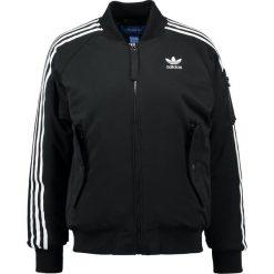 Adidas Originals SHORT Kurtka Bomber black. Czarne bomberki damskie adidas Originals, z bawełny. W wyprzedaży za 356,95 zł.