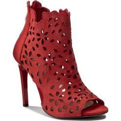 Botki CARINII - B3914 H55-000-000-B40. Czerwone botki damskie skórzane Carinii. W wyprzedaży za 239,00 zł.