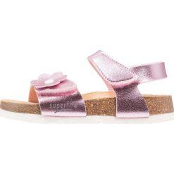 Superfit FUSSBETTPANTOFFEL Sandały rosa. Czerwone sandały chłopięce marki Superfit, z materiału. Za 149,00 zł.