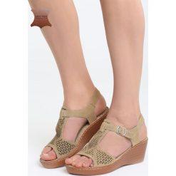 Beżowe Skórzane Sandały Firevorks Factory. Brązowe sandały damskie marki Born2be, z materiału, na obcasie. Za 99,99 zł.