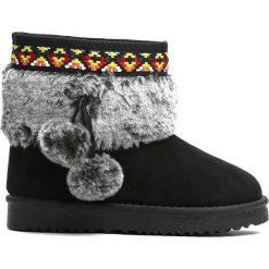 Czarne Śniegowce Alps. Czarne kozaki dziewczęce Born2be, z materiału, z okrągłym noskiem, na platformie. Za 59,99 zł.