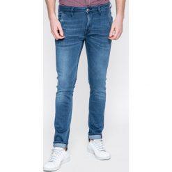 Guess Jeans - Jeansy Adam. Szare jeansy męskie skinny marki Guess Jeans, l, z aplikacjami, z bawełny. W wyprzedaży za 249,90 zł.