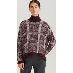 Sweter z kolorowej dzianiny ReDesign - Wielobarwn. Brązowe swetry klasyczne damskie Reserved, l, z dzianiny. Za 199,99 zł.