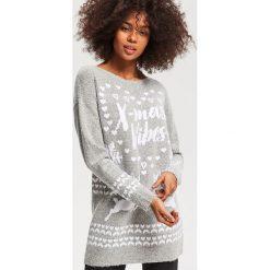 Sweter ze świątecznym motywem - Jasny szar. Szare swetry klasyczne damskie Reserved, l. Za 79,99 zł.