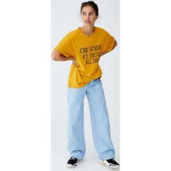 T-shirty damskie: Musztardowa koszulka z napisem z przodu