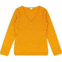 Sweter kaszmirowy w kolorze musztardowym. Żółte swetry klasyczne damskie marki Ateliers de la Maille, z kaszmiru. W wyprzedaży za 363,95 zł.