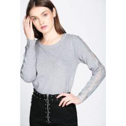 Szary Sweter Impulsion. Szare swetry klasyczne damskie Born2be, l, z dekoltem w łódkę. Za 54,99 zł.