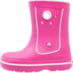 Crocs CROCBAND JAUNT Kalosze fuchsia. Różowe buty zimowe damskie marki Crocs, z materiału. Za 149,00 zł.