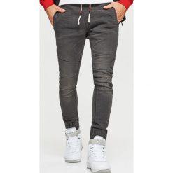 Jeansy SLIM JOGGER - Szary. Szare jeansy męskie slim marki Cropp. Za 119,99 zł.