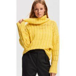 Sweter z luźnym golfem - Żółty. Żółte golfy damskie Reserved, l. Za 119,99 zł.