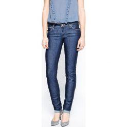 Wrangler - Jeansy Molly. Szare jeansy damskie marki Wrangler, na co dzień, m, z nadrukiem, casualowe, z okrągłym kołnierzem, mini, proste. W wyprzedaży za 199,90 zł.