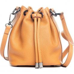 Skórzana torebka w kolorze jasnobrązowym - 20 x 33 x 10 cm. Brązowe torebki klasyczne damskie Mia Tomazzi, w paski, z materiału. W wyprzedaży za 227,95 zł.