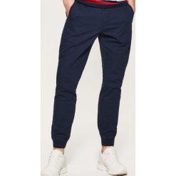 Spodnie męskie: Joggery z domieszką lnu – Granatowy