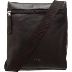 """Skórzana torebka """"Vora 1"""" w kolorze czarnym - 18,5 x 21 x 5,5 cm. Czarne torebki klasyczne damskie BREE, w paski, z materiału. W wyprzedaży za 250,95 zł."""