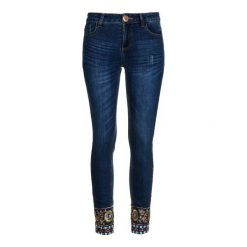 Desigual Jeansy Damskie Exotic Papping 31 Ciemnoniebieski. Brązowe jeansy damskie marki Desigual, w paski, z materiału. W wyprzedaży za 318,00 zł.
