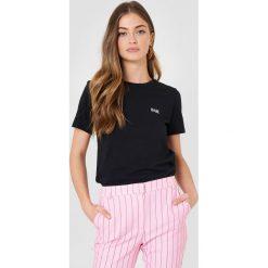 NA-KD T-shirt Babe Chest - Black. Szare t-shirty damskie marki NA-KD, z bawełny, z podwyższonym stanem. Za 72,95 zł.