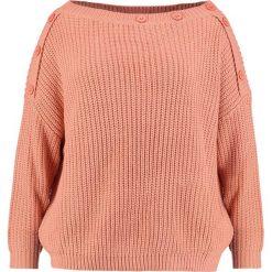 Swetry klasyczne damskie: Missguided Plus OF SHOULDER BUTTON DETAIL JUMPER Sweter salmon pink