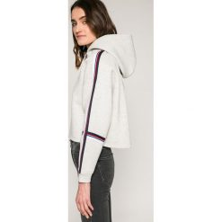 Tommy Jeans - Bluza. Szare bluzy rozpinane damskie Tommy Jeans, l, z bawełny, z kapturem. W wyprzedaży za 359,90 zł.