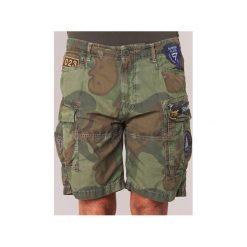 Szorty i Bermudy  Superdry  CORE LITE PARACHUTE. Szare bermudy męskie marki Superdry, l, z tkaniny, z okrągłym kołnierzem, na ramiączkach. Za 244,30 zł.