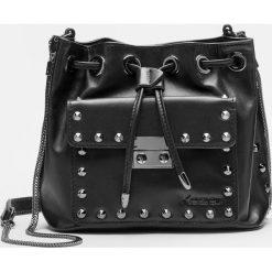 Czarna torebka na ramię. Czarne torebki klasyczne damskie Kazar, w paski, ze skóry. Za 649,00 zł.