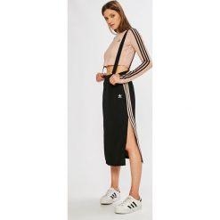 Adidas Originals - Spódnica. Szare spódniczki adidas Originals, z poliesteru, z podwyższonym stanem, midi, ołówkowe. W wyprzedaży za 179,90 zł.