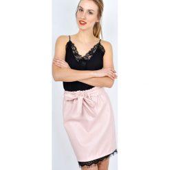 Minispódniczki: Spódnica z paskiem i gipiurą