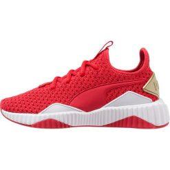 Puma DEFY VARSITY Obuwie treningowe ribbon red/metallic gold. Czerwone buty sportowe damskie marki Puma, z materiału. Za 419,00 zł.