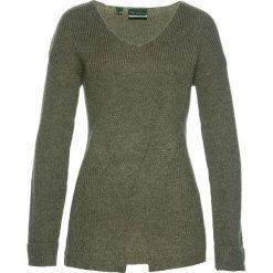 Swetry klasyczne damskie: Sweter we wzór w warkocze bonprix oliwkowy