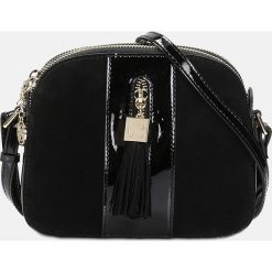 Czarna torebka przez ramię. Czarne torebki klasyczne damskie marki Kazar, w paski, ze skóry, zdobione. Za 569,00 zł.