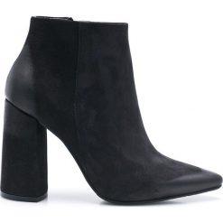 Carinii - Botki. Czarne buty zimowe damskie Carinii, z materiału, na obcasie. W wyprzedaży za 299,90 zł.