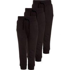 Friboo 3 PACK Spodnie treningowe black bean. Czarne spodnie chłopięce Friboo, z bawełny. Za 139,00 zł.